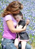 Étreinte de maman Images stock