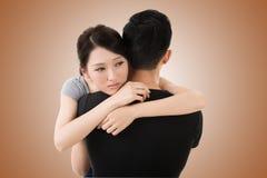 Étreinte et confort de couples Images stock