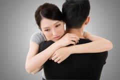 Étreinte et confort de couples Photographie stock