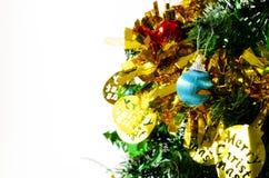 Étroit de la décoration d'arbre de Noël de boule de bule sur le backgro blanc images stock