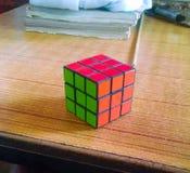Étroitement du cube des rubik photos stock