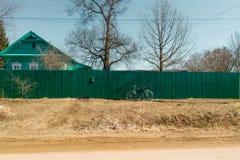 Étude avec la bicyclette verte Image libre de droits
