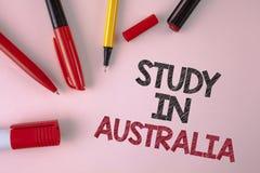 Étude conceptuelle d'apparence d'écriture de main dans l'Australie Diplômé des textes de photo d'affaires de writt d'outre-mer de Photographie stock