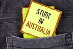 Étude d'écriture des textes d'écriture dans l'Australie Diplômé de signification de concept de la grande opportunité d'outre-mer  Photos libres de droits