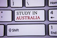 Étude d'écriture des textes d'écriture dans l'Australie Diplômé de signification de concept de la grande opportunité d'outre-mer  Photographie stock