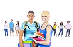 Étude d'étudiants apprenant le concept d'amis de la connaissance Photographie stock