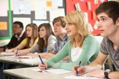 Étude d'adolescent d'étudiants Photo libre de droits