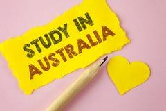 Étude d'apparence de note d'écriture dans l'Australie Diplômé de présentation de photo d'affaires des universités d'outre-mer o é Photos stock