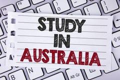 Étude d'apparence de signe des textes dans l'Australie Diplômé conceptuel de photo de la grande opportunité d'outre-mer d'univers Photo stock