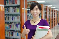 Étude dans une bibliothèque Image libre de droits