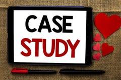 Étude de cas d'écriture des textes d'écriture L'analyse de l'information de recherches de signification de concept observent qu'a Photo stock
