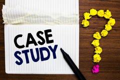 Étude de cas d'apparence de note d'écriture Photo d'affaires présentant les thèmes d'A à discuter et être liés à la marque de car image stock