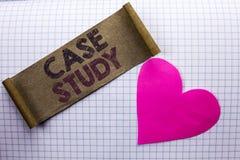 Étude de cas des textes d'écriture L'analyse de l'information de recherches de signification de concept observent qu'apprendre di Photo stock