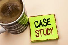 Étude de cas des textes d'écriture de Word Le concept d'affaires pour l'analyse de l'information de recherches observent qu'appre Photographie stock