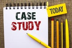 Étude de cas des textes d'écriture de Word Le concept d'affaires pour l'analyse de l'information de recherches observent qu'appre Image stock