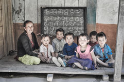 Étude de l'alphabet au Népal Images libres de droits