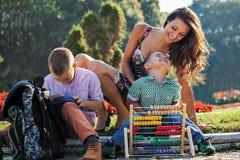Étude de parc de mère de frères d'écoliers Images libres de droits