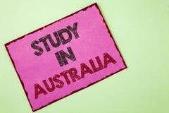 Étude des textes d'écriture de Word dans l'Australie Concept d'affaires pour le diplômé de la grande opportunité d'outre-mer d'un Images stock