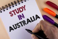 Étude des textes d'écriture de Word dans l'Australie Concept d'affaires pour le diplômé de la grande opportunité d'outre-mer d'un Photographie stock