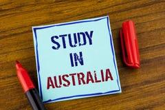 Étude des textes d'écriture de Word dans l'Australie Concept d'affaires pour le diplômé de la grande opportunité d'outre-mer d'un Photos stock