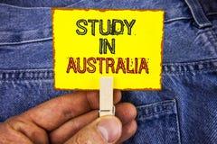 Étude des textes d'écriture de Word dans l'Australie Concept d'affaires pour le diplômé de la grande opportunité d'outre-mer d'un Photographie stock libre de droits