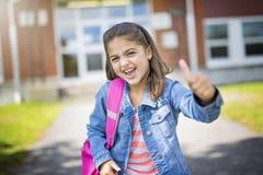Étudiant élémentaire retournant à l'école photographie stock