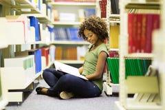 Étudiant africain féminin image stock