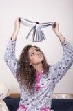 Étudiant assez jeune dans des pyjamas Photographie stock libre de droits