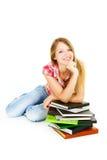 étudiant attirant de pile de fille de livres Photographie stock