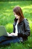 Étudiant avec le carnet extérieur Photographie stock