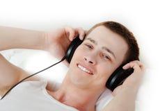 Étudiant bel appréciant la musique Photos stock