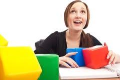Étudiant caucasien jouant des cubes Photos libres de droits
