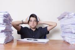 Étudiant d'enfant sur le bureau Image libre de droits