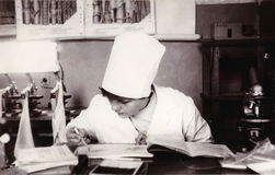 Étudiant d'institut médical à la photo de vintage de Service de Biologie Image libre de droits