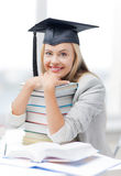 Étudiant dans le chapeau d'obtention du diplôme Photos libres de droits