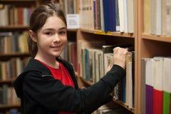 étudiant de bibliothèque Images stock