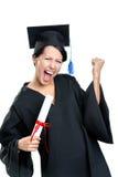 Étudiant de graduation faisant des gestes le poing avec le certificat Photos libres de droits