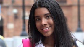 Étudiant de l'adolescence féminin assez de sourire images stock