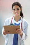 Étudiant en médecine féminin images libres de droits