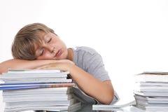 Étudiant fatigué au bureau image libre de droits