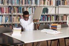 Étudiant frustrant Throwing His Laptop Photographie stock