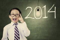 Étudiant masculin avec le nombre de la nouvelle année 2014 Image libre de droits