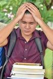 Étudiant philippin With Headache de garçon photo stock