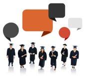 Étudiant réussi d'obtention du diplôme avec la bulle de la parole Photographie stock