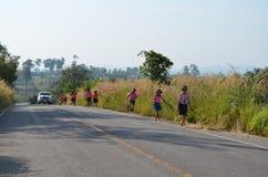 Étudiant Running, sport d'école photos stock