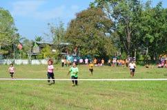 Étudiant Running, sport d'école images stock