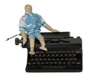 Étudiant Sitting sur la machine à écrire Photographie stock