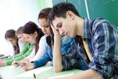 Étudiant sur l'examen Photos libres de droits
