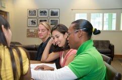 Étudiant sur le campus Photo libre de droits