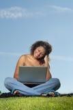 Étudiant sur un ordinateur portatif Image stock